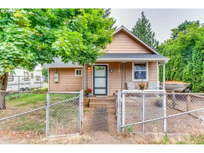 Milwaukie, Gladstone Single Family Home For Sale: 7715 SE Lamphier St