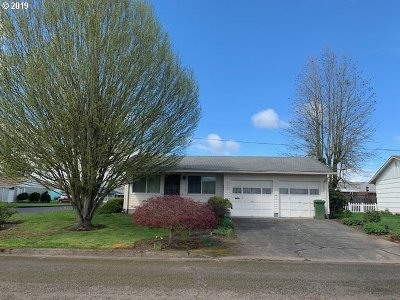 Woodburn Single Family Home For Sale: 1403 Country Club Cir