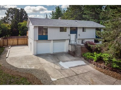 Milwaukie Single Family Home For Sale: 5468 SE Cornish Ct