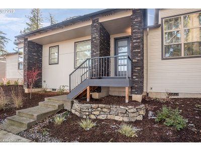 Single Family Home For Sale: 977 NW Towle Ave