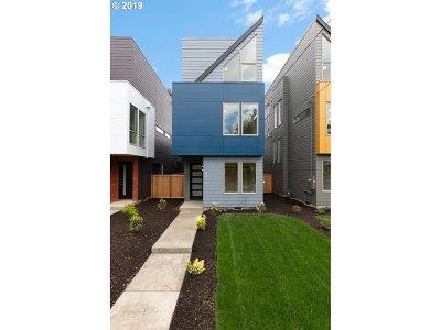 Clackamas County, Multnomah County, Washington County Multi Family Home For Sale: 8212 N Chautauqua Blvd