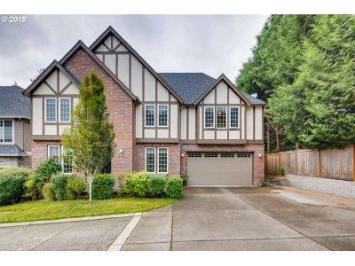Portland Single Family Home For Sale: 9173 SW Salmon St