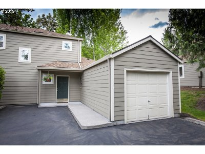 Tualatin Condo/Townhouse For Sale: 7137 SW Sagert St #107