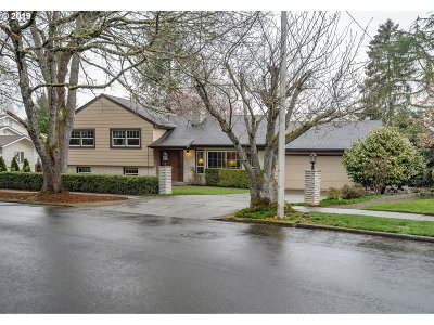 Beaverton Single Family Home For Sale: 5270 SW Spruce Ave