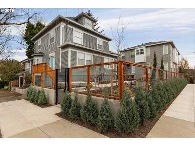 Condo/Townhouse For Sale: 2813 SE Hawthorne Blvd