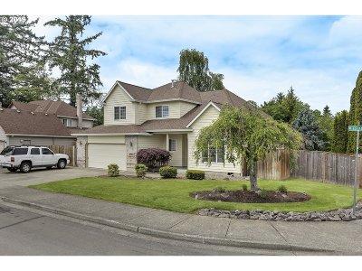 Hillsboro Single Family Home For Sale: 2395 NE Estate Dr