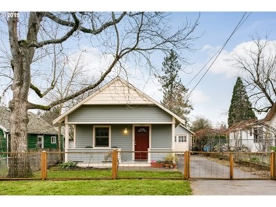 Portland Single Family Home For Sale: 6737 SE 68th Ave