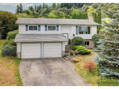Gresham Single Family Home For Sale: 504 SW Eastman Ct