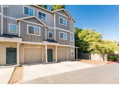 Beaverton Condo/Townhouse For Sale: 10347 SW Hollyridge Ln