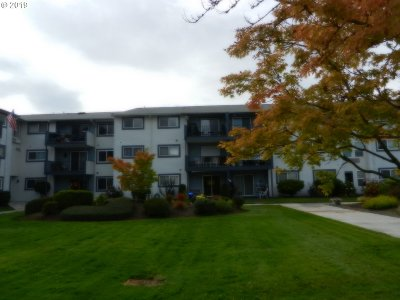 Woodburn Condo/Townhouse For Sale: 950 Evergreen Rd #211