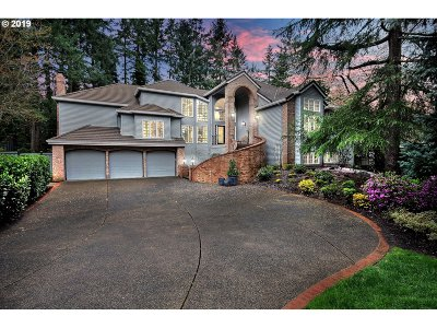 Lake Oswego Single Family Home For Sale: 1050 Schukart Ln