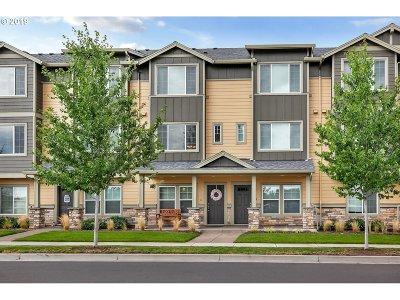 Hillsboro, Cornelius, Forest Grove Condo/Townhouse For Sale: 7824 NE Heiser St