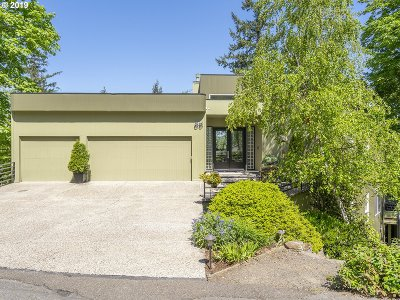 Lake Oswego Single Family Home For Sale: 55 Eagle Crest Dr