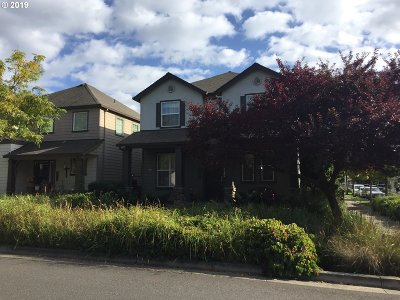 Multnomah County, Clackamas County, Washington County, Clark County, Cowlitz County Single Family Home For Sale: 4530 N Fessenden St