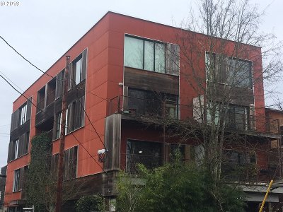Clackamas County, Columbia County, Jefferson County, Linn County, Marion County, Multnomah County, Polk County, Washington County, Yamhill County Condo/Townhouse For Sale: 2373 SE 44th Ave #305
