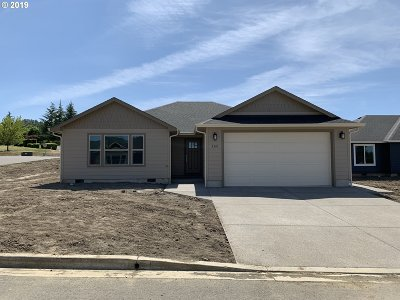 Roseburg Single Family Home For Sale: 160 Braxton Ct