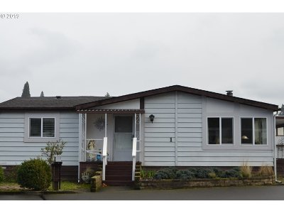 Milwaukie Single Family Home For Sale: 2710 SE Courtney Ave #1