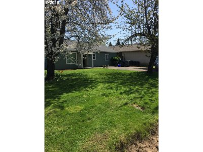 Springfield Single Family Home For Sale: 453 54th St