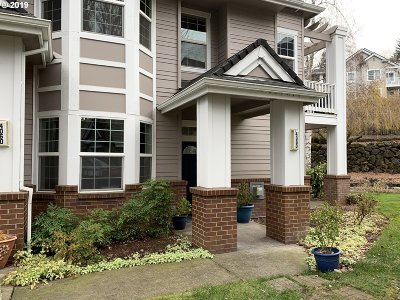 Lake Oswego, West Linn Condo/Townhouse For Sale: 4090 Summerlinn Dr