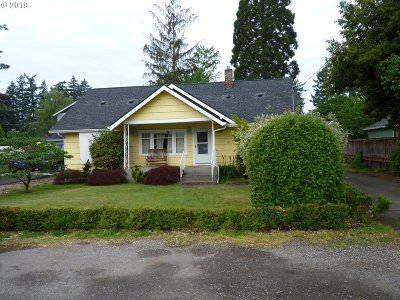 Clackamas Single Family Home For Sale: 15645 SE Rainier Ave
