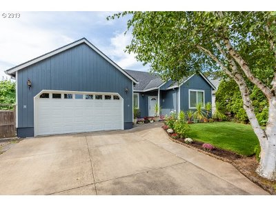 Woodburn Single Family Home For Sale: 250 Bridlewood Ln