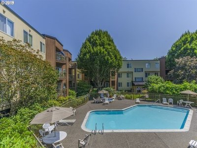 Condo/Townhouse For Sale: 8720 SW Tualatin Rd #113