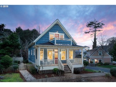 Lincoln City Single Family Home For Sale: 550 SW 28th St