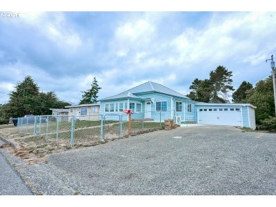 North Bend Single Family Home For Sale: 1867 Monroe