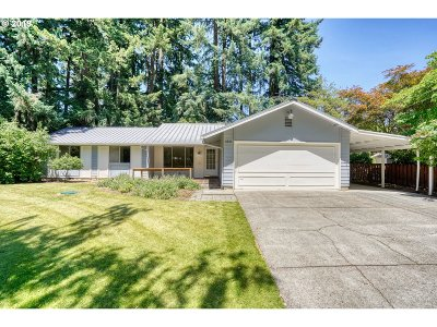 Lake Oswego Single Family Home For Sale: 5835 Colby Ct