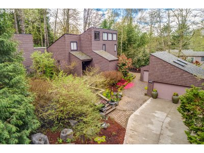 Lake Oswego Single Family Home For Sale: 14865 Twin Fir Ct