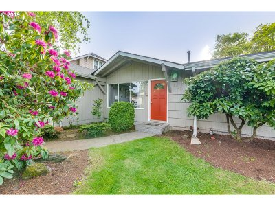 Single Family Home For Sale: 8303 N Dwight Ave