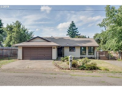 Milwaukie Single Family Home For Sale: 4453 SE Rhodesa St
