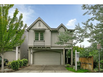 Hillsboro Single Family Home For Sale: 109 NE Stonebriar Ln