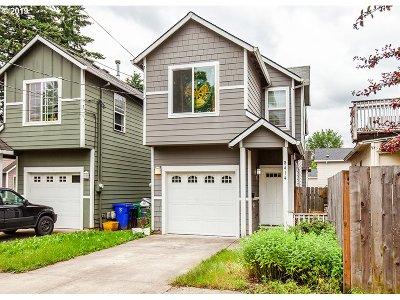 Single Family Home For Sale: 8414 SE Clinton St