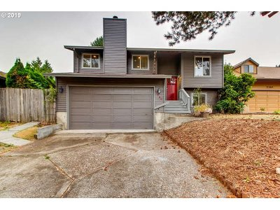 Happy Valley, Clackamas Single Family Home For Sale: 11580 SE Falbrook Dr