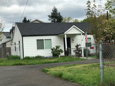 Portland Single Family Home For Sale: 2344 SE 152nd Ave