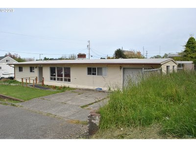 Gold Beach OR Single Family Home For Sale: $204,900