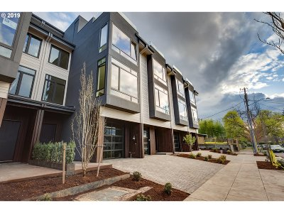 Single Family Home For Sale: 5240 NE Couch St #2