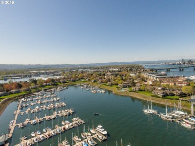 Multnomah County Condo/Townhouse For Sale: 460 N Hayden Bay Dr