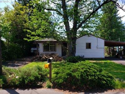 Portland Single Family Home For Sale: 1111 SE 144th Ave