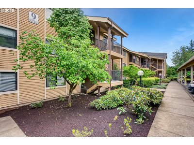 Happy Valley, Clackamas Condo/Townhouse For Sale: 9918 SE Talbert St