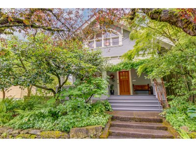 Portland Single Family Home For Sale: 4220 SE Clinton St