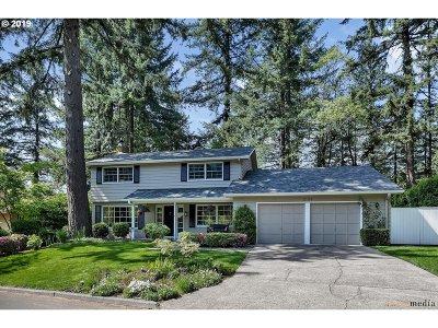 Lake Oswego Single Family Home For Sale: 2133 Ridgewood Rd