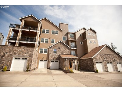 Happy Valley Condo/Townhouse For Sale: 11760 SE Crested Eagle Ln