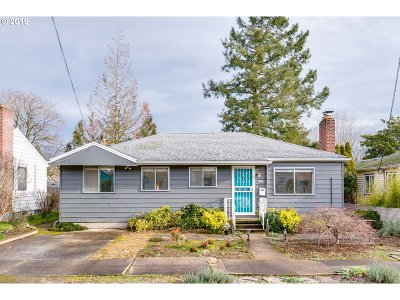 Portland Single Family Home For Sale: 4020 SE 49th Ave