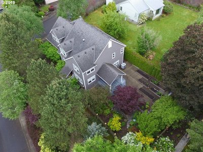 Portland Single Family Home For Sale: 11812 SW 17th Ave