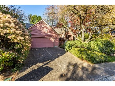 Lake Oswego Single Family Home For Sale: 3903 Tempest Dr