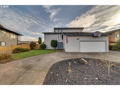 Cowlitz County Single Family Home For Sale: 143 Alameda Dr