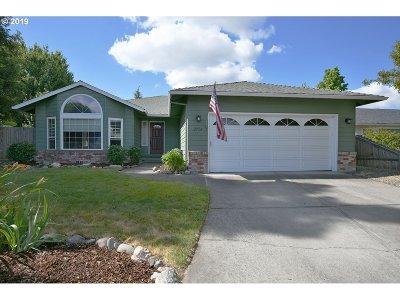 Medford Single Family Home For Sale: 2954 Shasta Dr
