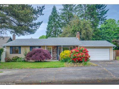 Troutdale Single Family Home For Sale: 907 SE Sweetbriar Ln